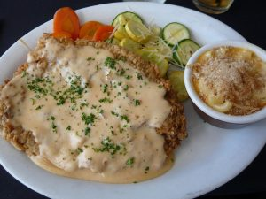 El chicken fried steak es tradicional de la región Sur de Estados Unidos.